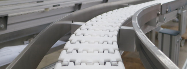 Stainless steel side rail for stainless steel chain conveyors