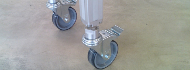 Flexible supports with castors for chain conveyor systems