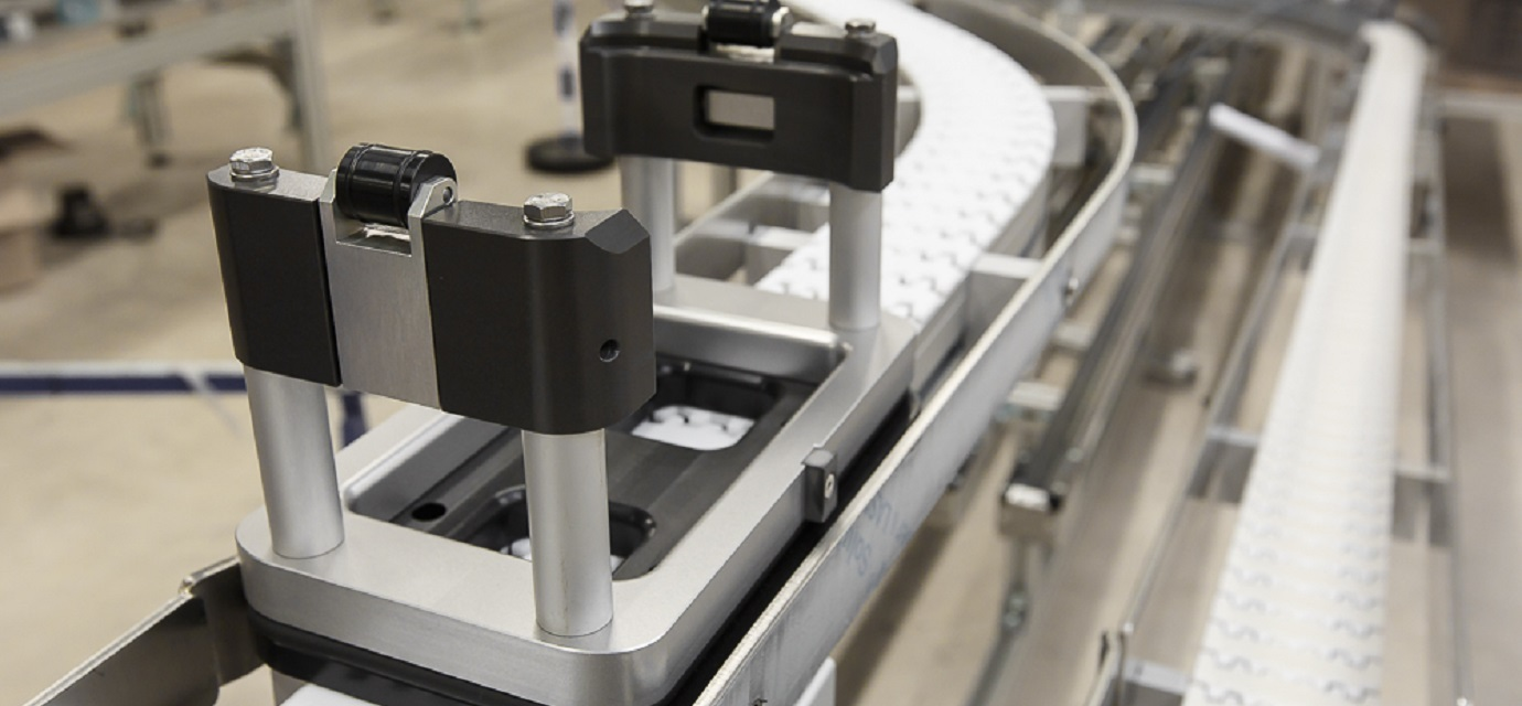 workpiece carrier on pallet conveyor system from modular automation