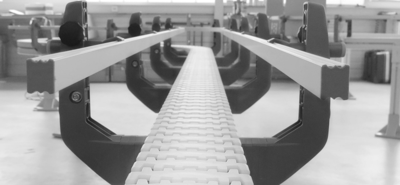 Side rails for chain conveyor systems - modular automation