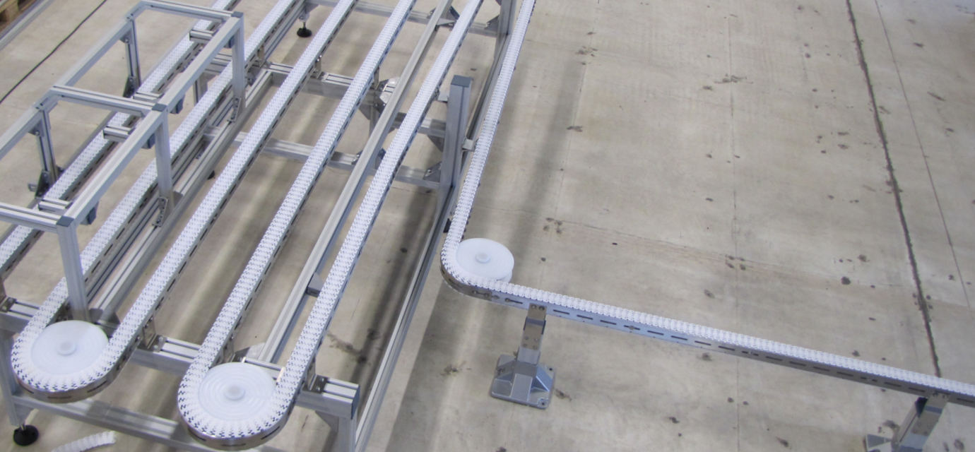 plastic link chain on stainless steel chain conveyor system