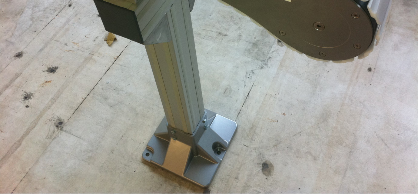 Supports for chain conveyors