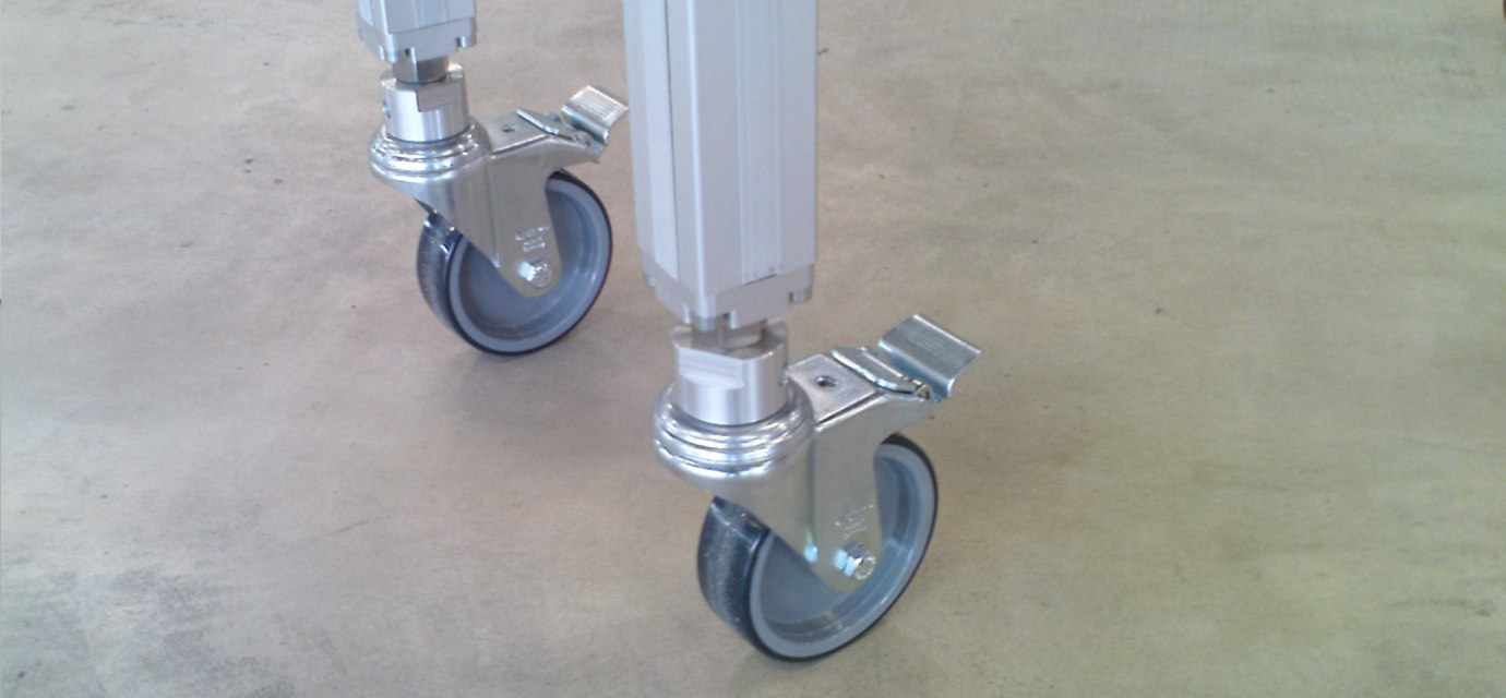 Flexible supports for chain conveyors