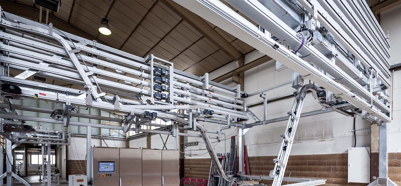 Link chain conveyor system: Puck Handling