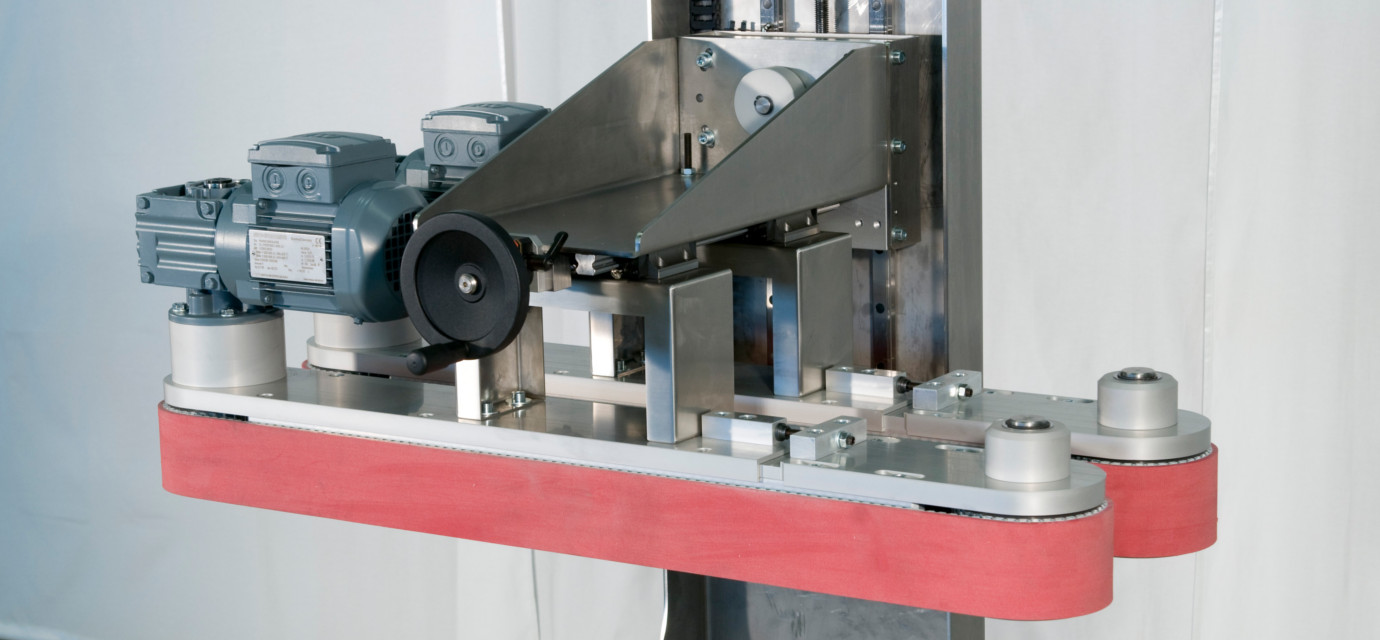 Belt wedge conveyors from modular automation
